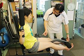 マシーンを使った下肢のスポーツトレーニング